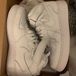 Nike Air Force 1 ALL WHITE SIZE 7